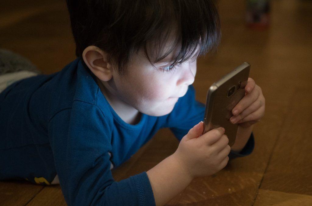 παιδί-κινητό-ίντερνετ
