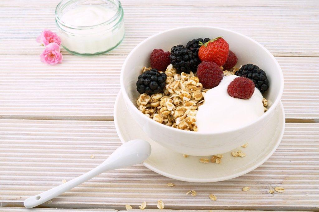 πρωινό-γιαούρτι-βρώμη